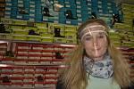 Šárka Čermáková z trutnovské prodejny dětské obuvi Bezva botky zažila ve středu odpoledne a večer obrovský nápor zákazníků. Od čtvrtka musí mít zavřeno.