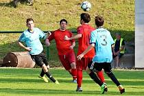 Fotbalisté Miletína (v červeném) potvrdili na úvod sezony ambice.