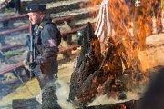 Zoologická zahrada ve Dvoře Králové spálila 19. září na protest proti nelegálnímu obchodu se zvířaty a pytláctví 33 kilogramů nosorožčí rohoviny.