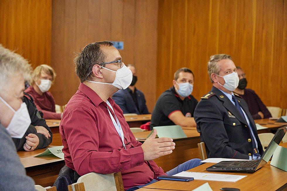 Pondělní zasedání bezpečnostní rady ORP Trutnov v malém sále Městského úřadu v Trutnově.