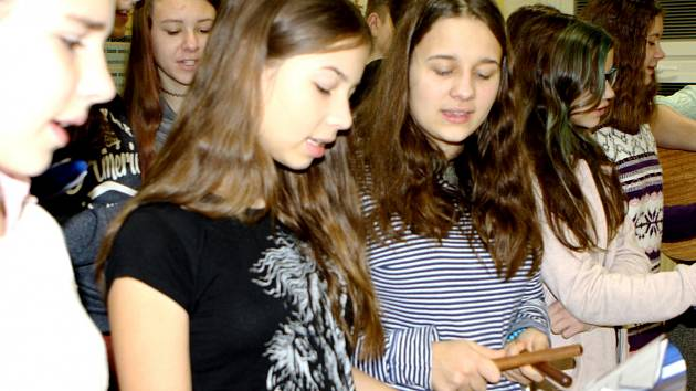 Koledy žáci ZŠ V Domcích pilně nacvičují