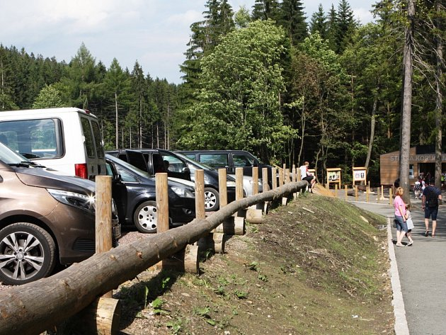 Nová atrakce táhne. Během dvou svátečních dnů, středy a čtvrtka, navštívilo krkonošskou Stezku korunami stromů dohromady 9000 turistů.
