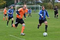 Roztocký Jakub Illner (vlevo) byl jediným střelcem svého mužstva proti Albrechticím. Druhý gól si hosté dali sami.