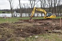 Ve Vrchlabí se rozjela stavba krytého bazénu. Hotový má být v říjnu příštího roku.