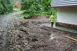 Povodeň na Jilemnicku - V Dolních Štěpanicích v lokalitě na Rovinách přišel příděl vody z katastru Víchové n. Jiz. kde promlelo cestu i okolí nové roubenky. Došlo ke zničení terenních úprav a septiku.