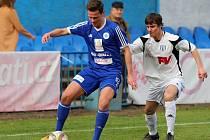 Dvorský středopolař Josef Dvořák (v bílém) se proti Kolínu prosadil dvěma góly.