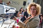 Káva je prostě požitek, říká baristka a výtvarnice Eva Cello