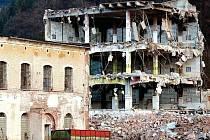 Stržení bývalých budov trutnovského Texlenu