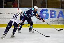 POPRVÉ VE DRUHÉ LIZE. V roce 1999 vystřelil zlatým gólem české reprezentaci v Lillehammeru titul mistrů světa. V sobotu se Jan Hlaváč představil na ledě Trutnova ve vrchlabském dresu.
