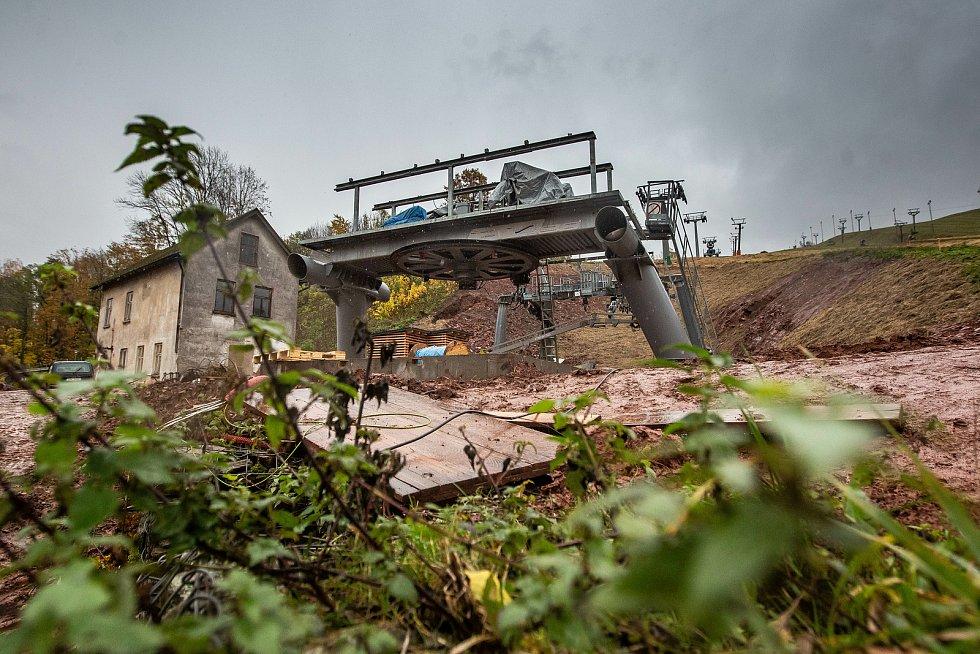 Budování nové lanovky v Mladých Bukách na Trutnovsku