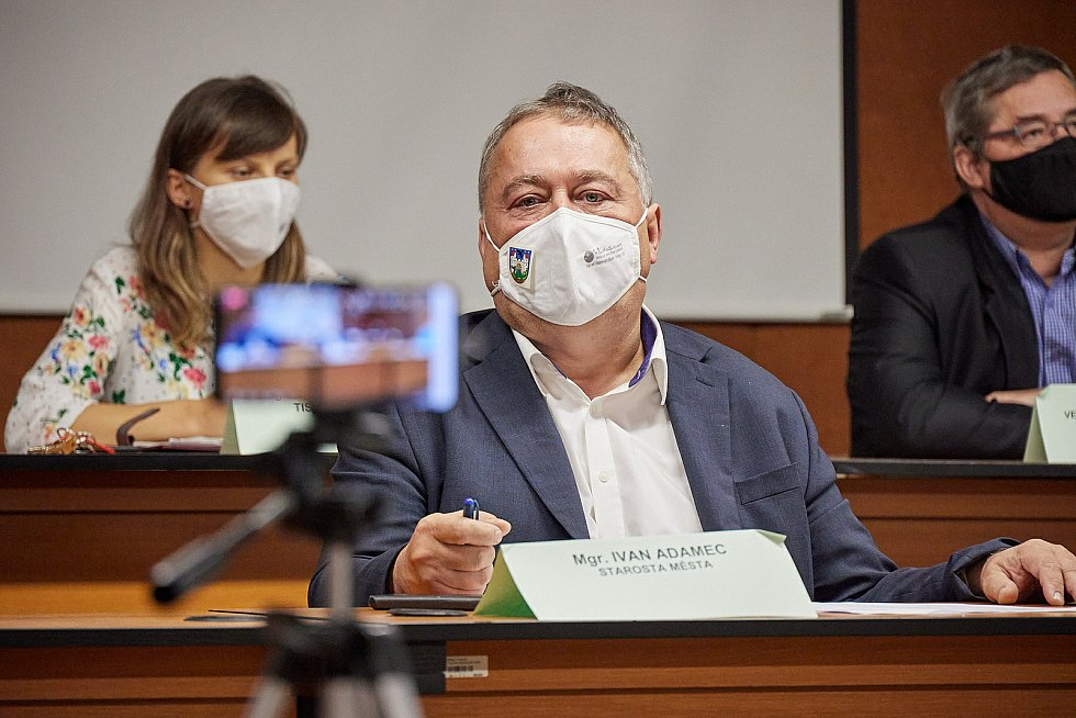 Zasedání bezpečnostní rady ORP Trutnov v malém sále Městského úřadu v Trutnově v pondělí 19. října.