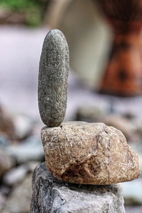 Pokřtěno! První hřiště na světě pro stone balancing nebo-li vyvažování kamenů bylo v sobotu otevřeno u lesní plovárny Retropark Sejfy v Mladých Bukách.