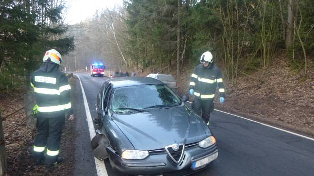 Tři auta v sobě a jeden zraněný člověk.