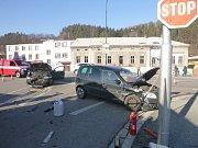 Škodovka nedala při odbočování přednost Fiatu.