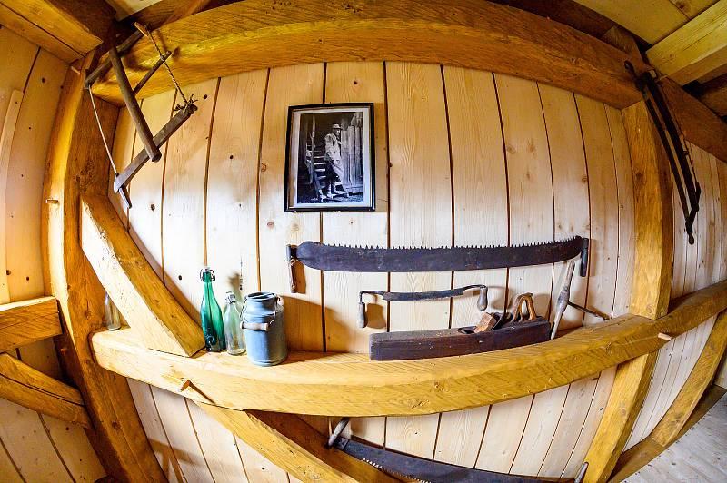 V Borovnici na Trutnovsku je otevřený větrný mlýn. Lidé můžou vyrazit na jeho prohlídku.