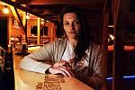 Šéfka Music klubu a hostelu KlonDike v Peci pod Sněžkou Michaela Boudová přibližuje pohled menšího podnikatele z turistického střediska i členky krizového štábu Pece pod Sněžkou na současnou situaci.
