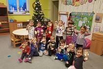 """Mateřské školy na Trutnovsku zase podpořily dobrou věc. Tentokrát se připojily k výzvě """"Nikde nesmí býti smutno!"""" pořádané na podporu starších spoluobčanů."""