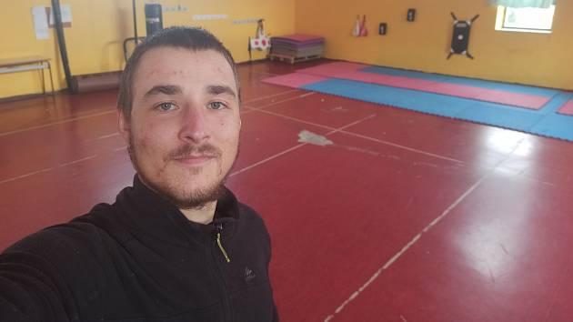 Ivan Mitrus se vydal pěšky z jihu Itálie do Norska. Uplynulé dva týdny strávil v karanténě v tělocvičně poblíž Neapole.