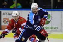 Je mu 43 let, přesto si hokej pořád užívá. A co víc. Svým uměním Jaroslav Bednář baví tribuny. Duel v Mostě rozhodl.