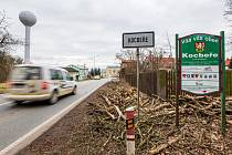 Doprava v Kocbeřích na hlavním tahu z Trutnova do Hradce Králové.