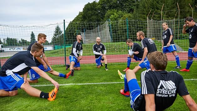 Nehraje se, přesto se nejen fotbalisté snaží udržovat v kondici.
