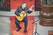 Kuks rozezněly tóny španělského kytaristy Marca Socíase