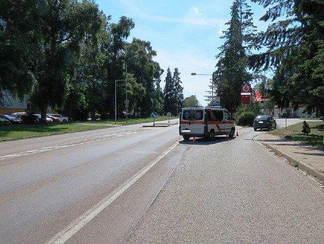 Sanitka narazila do osobního auta