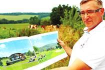 """TADY SE BUDE HRÁT GOLF. Jiří Sedláček ze Dvora Králové je členem golfového klubu při Grund resortu v Mladých Bukách. Nyní realizuje  vlastní projekt v těsné blízkosti. Se zavedeným areálem plánuje úzkou spolupráci. """"To ani jinak nejde,"""" tvrdí."""