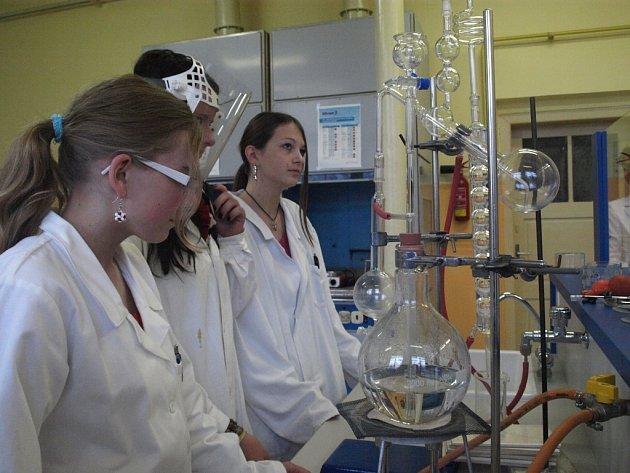 Chemické laboratoře ve Střední škole informatiky a služeb.