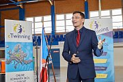 Předávání hlavní evropské ceny pro ZŠ Komenského v Trutnově za mezinárodní projekt v kategorii žáků 12-15 let. Byl nejlepší v konkurenci dalších 700 projektů z celé Evropy.