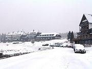 Vyšňořené koledníky vítal na velikonočním vandru sníh i vetřelec