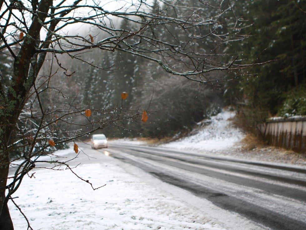 Těžko sjízdné silnice v Horní Malé Úpě.