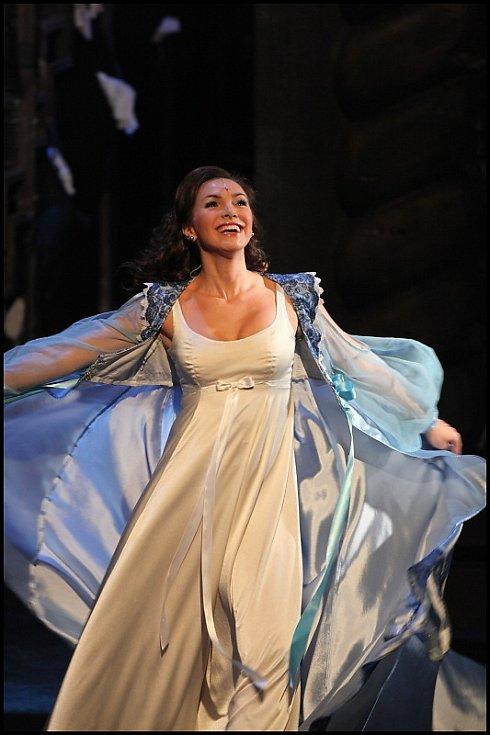 Kamila Nývltová jako Lorraine.