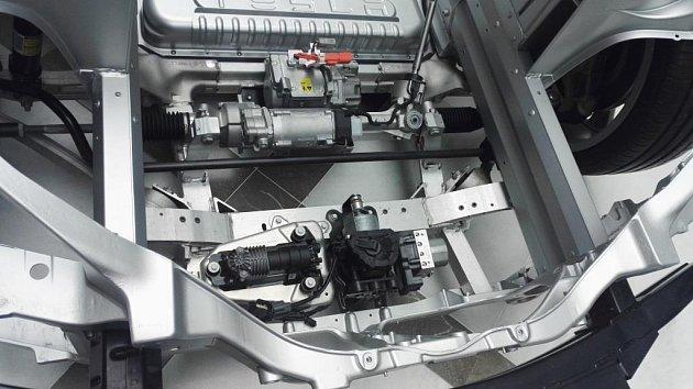 Elektromobil Tesla unabíjecí stanice vHumpolci na D1.