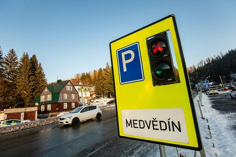 Projekt propojení lyžařských areálů s vybudováním parkovacího terminálu ve Špindlerově Mlýně má přinést zklidnění dopravní situace v horském středisku.
