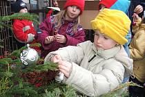 Na výzdobě zoo ve Dvoře Králové se podílejí také školy a školky