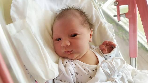 Veronika Balounová se narodila 1. září v 11.58 hodin rodičům Aleně a Jakubovi. Vážila 3,48 kg a měřila 50 cm. Doma je rodina v Trutnově.