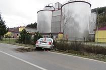 Opilý řidič narazil do oplocení