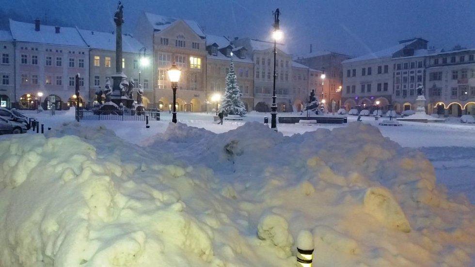 Ranní sníh v centru Trutnova