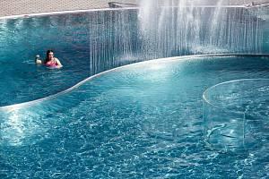 Letní koupaliště v Trutnově bylo otevřené po rozsáhlé roční rekonstrukci 30. června.