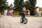 Mezi jedenácti mateřskými školami, které se ve středu otevřely v Trutnově, byla také MŠ Sluníčko v Komenského ulici. Děti si mohly hrát uvnitř i venku bez roušek.