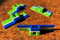 Školy na Trutnovsku vyrábějí ochranné pomůcky