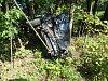 Šoféroval bez řidičáku a pod vlivem alkoholu, skončil s autem mezi stromy