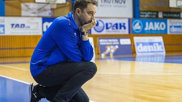 Trenér Lokomotivy Michal Martišek má letos svým svěřenkyním stále co říkat. Trutnov z deseti duelů vyhrál pouze dva.