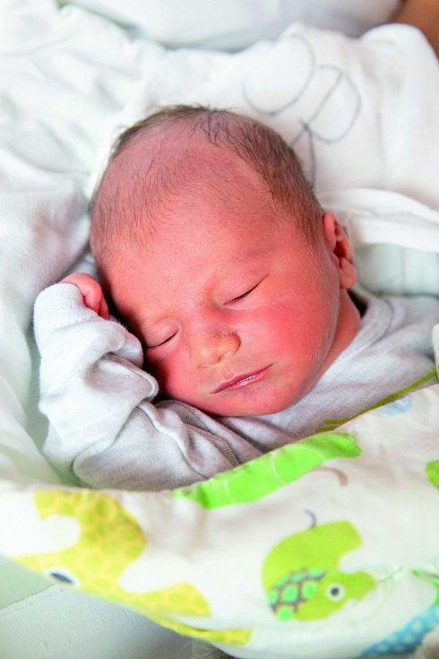 JAN KOVÁCS se narodil 2. května rodičům Lence a Janovi. Doma jsou v Roztokách u Jilemnice.