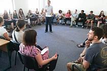 S angličtinou pomáhají američtí stipendisté