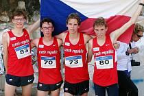 ČESKÁ VÝPRAVA nedopadla v Itálii vůbec zle. Dominik Sádlo (vpravo) se podílel na slušném šestém místě družstva juniorů.