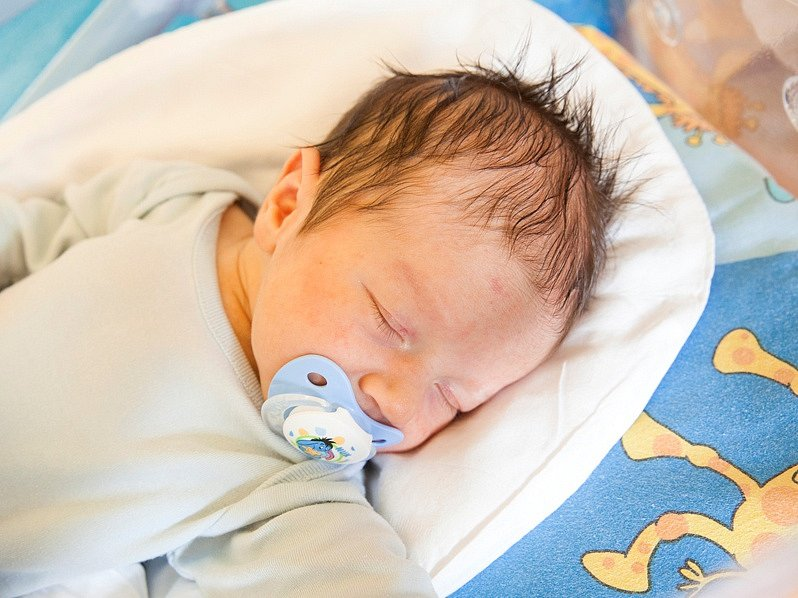MIKULÁŠ HALLER přišel na svět rodičům Ivetě a Tomášovi 2. listopadu v 11.55 hodin. Vážil 3,67 kilogramu a měřil 53 centimetrů. Společně s bráškou Davídkem mají domov v Semilech.