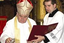 VLASTIVĚDNÉ ČTENÍ se v novém čísle věnuje mimo jiné novému arcibiskupovi Dominiku Dukovi. Zúčastnil se i  otevření opraveného kostela sv. Jana Křtitele ve Dvoře Králové.