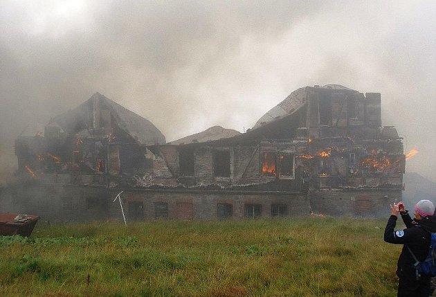 Požár Petrovy boudy vKrkonoších